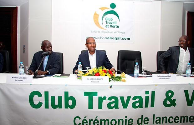 Abdoul Mbaye présentant le club Vertu et Travail