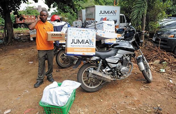 Un livreur du site de vente en ligne JUMIA