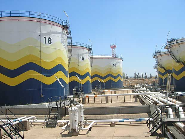 cuves-de-pétroLe