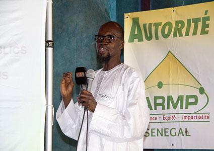 M. Saër Niang, DG ARMP, présentant le rapport